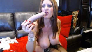 Dirty talking hottie Jade gets hard squirt during fisting